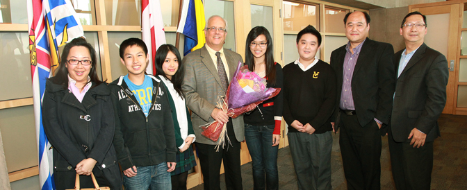 Welcoming-visiting-students-to-City-Hall